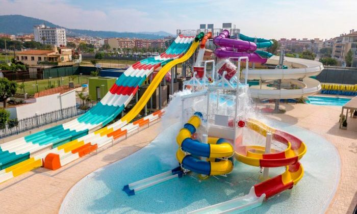 Hotel com escorregas Golden Taurus Aquapark Resort, em Pineda de Mar, Barcelona, ​​Catalunha